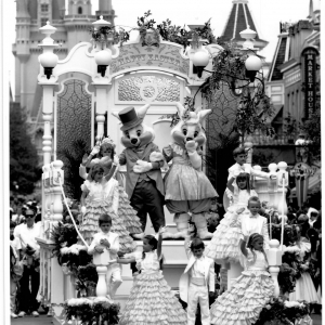 Mr-Mrs-Easter-Bunny-Parade-Float-1990-Parade-PR