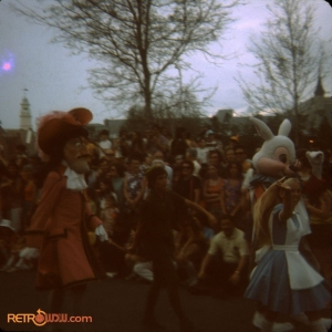 Parade April_72