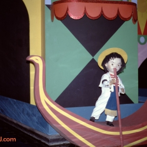 Small World 10 1979