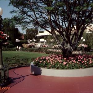 Swan Landing Planter 1991