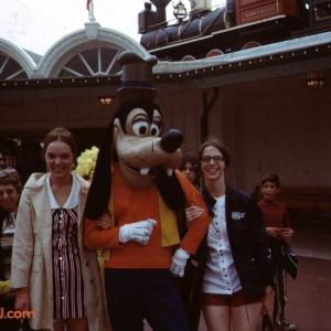 Goofy at Entrance