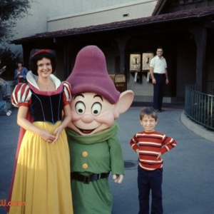 Snow White & Dopey Greet Guest Outside Enchanted Grove