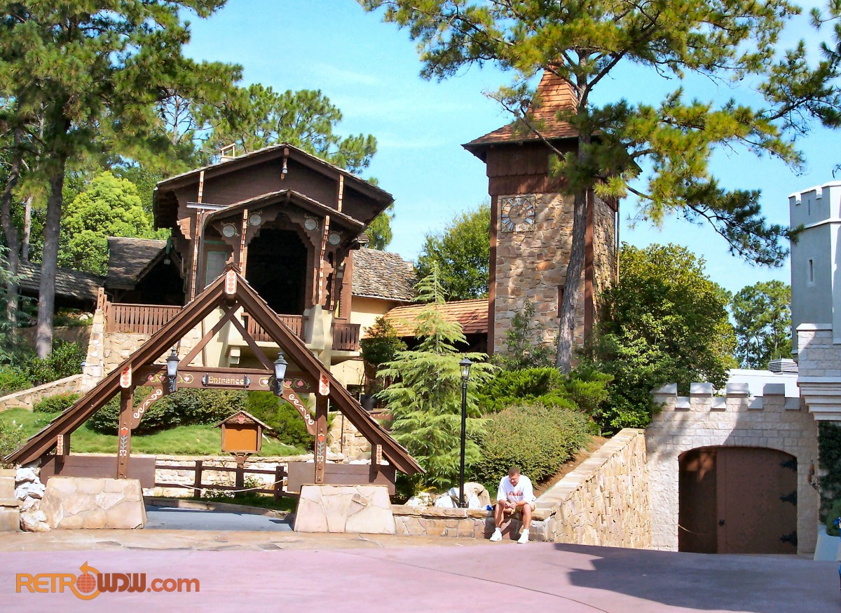 Fantasyland Skyway Station (Closed)