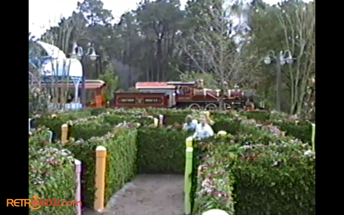 Mickey's Birthdayland Station Hedge Maze