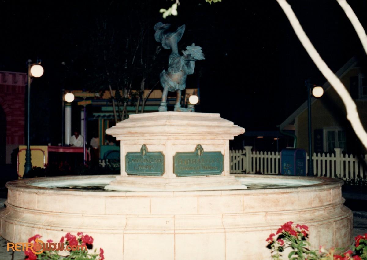 Mickey's Birthdayland Duckburg Cornelius Coot Statue