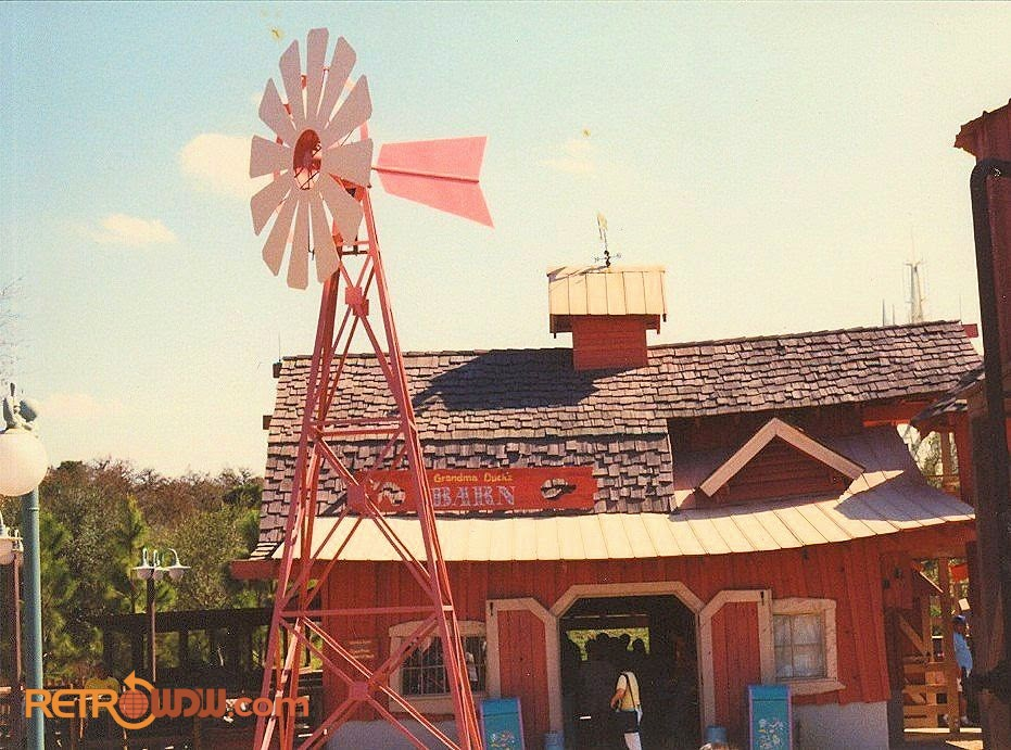 Mickey's Birthdayland - Grandma Duck's Barn