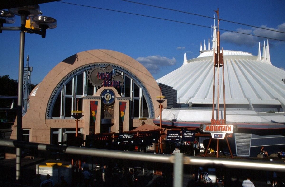 New Tomorrowland Video Arcade & Space Mountain - October 1999
