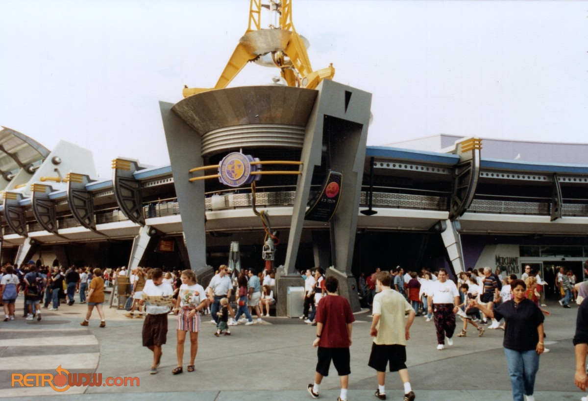 Entrance to ExtraTERRORestrial Alien Encounter in 1994