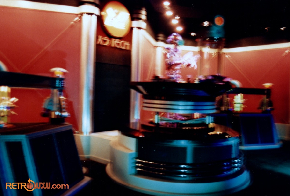 Alien Encounter Pre-Show with T.O.M. 2000 (later recast & renamed S.I.R.) - 1994