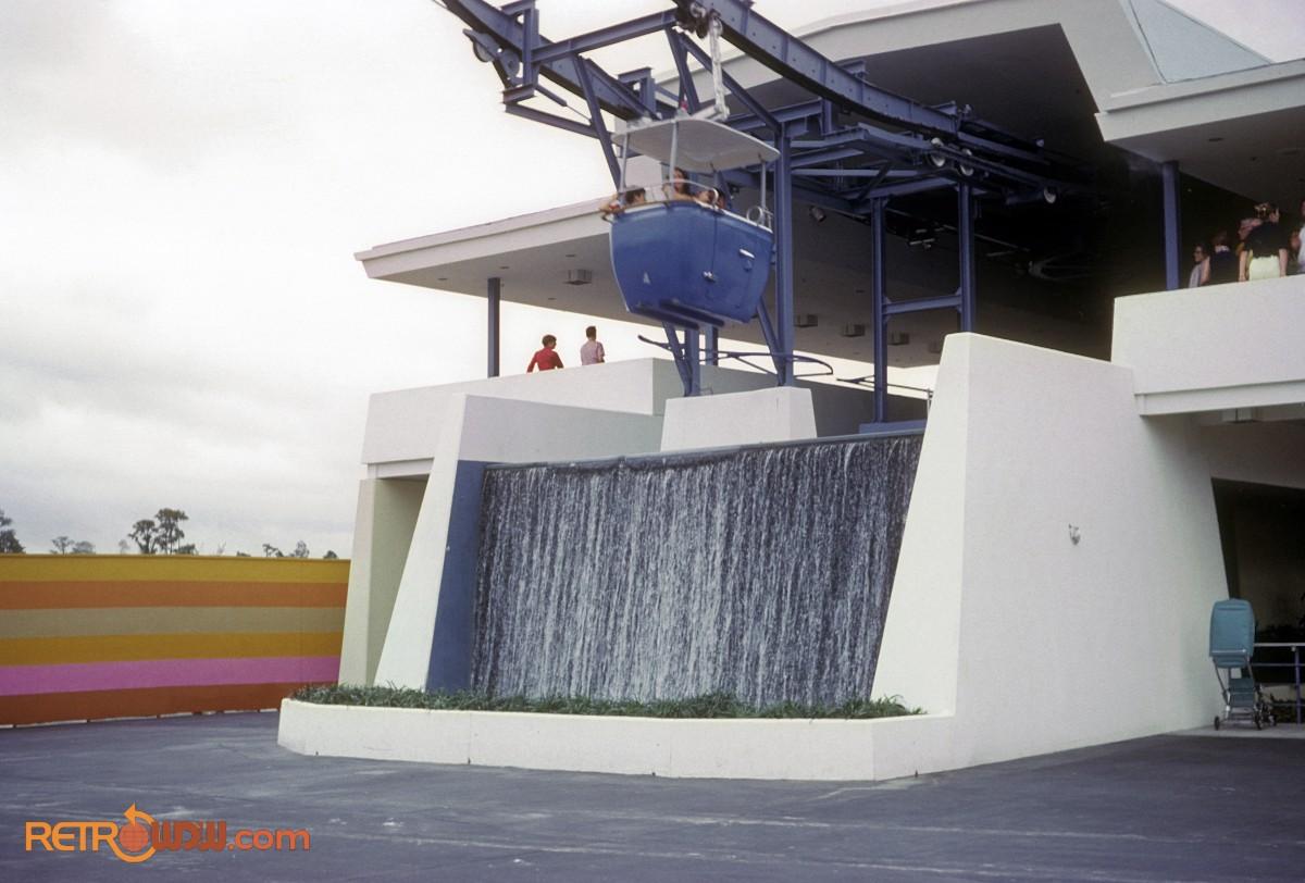 Skyway - Tomorrowland station