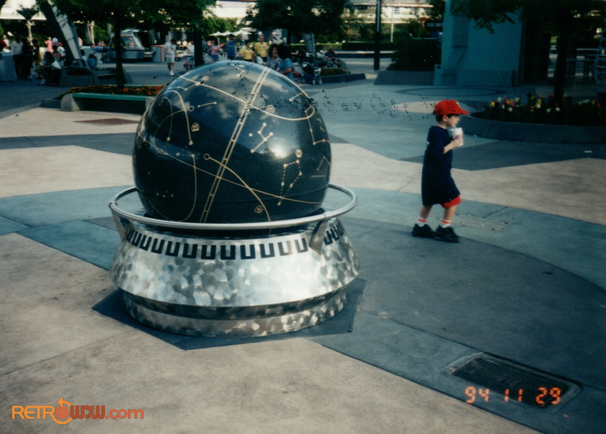Tomorrowland: Universe Globe