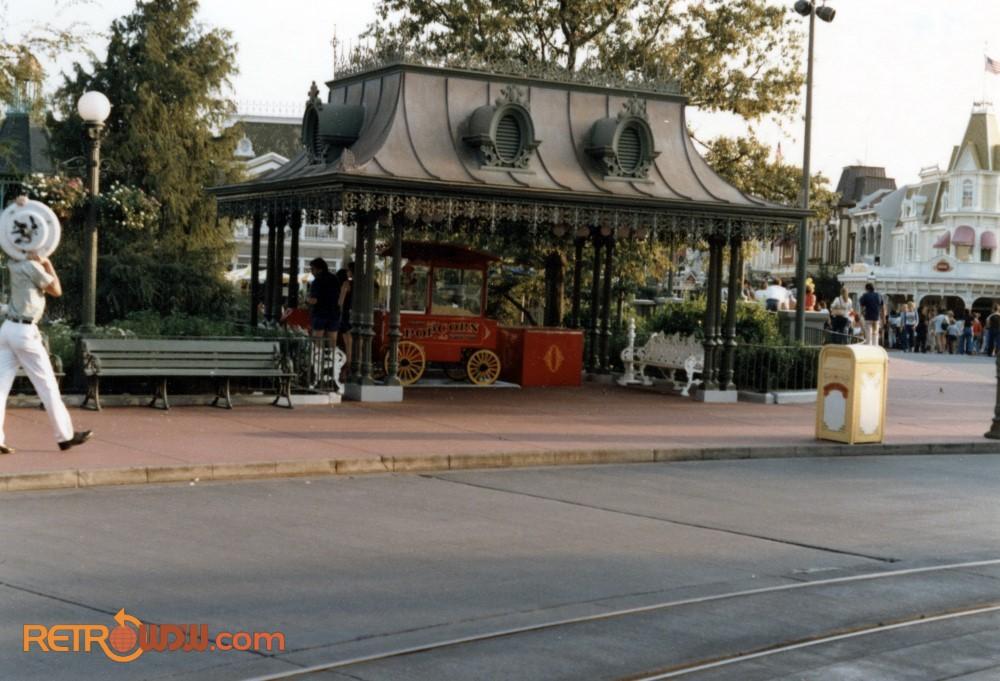 Main St Popcorn Cart