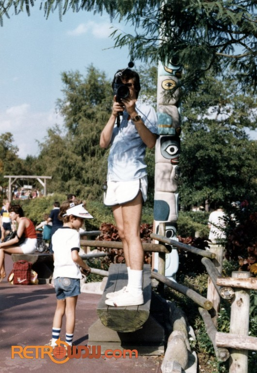 Dad films us in Super8 at WDW