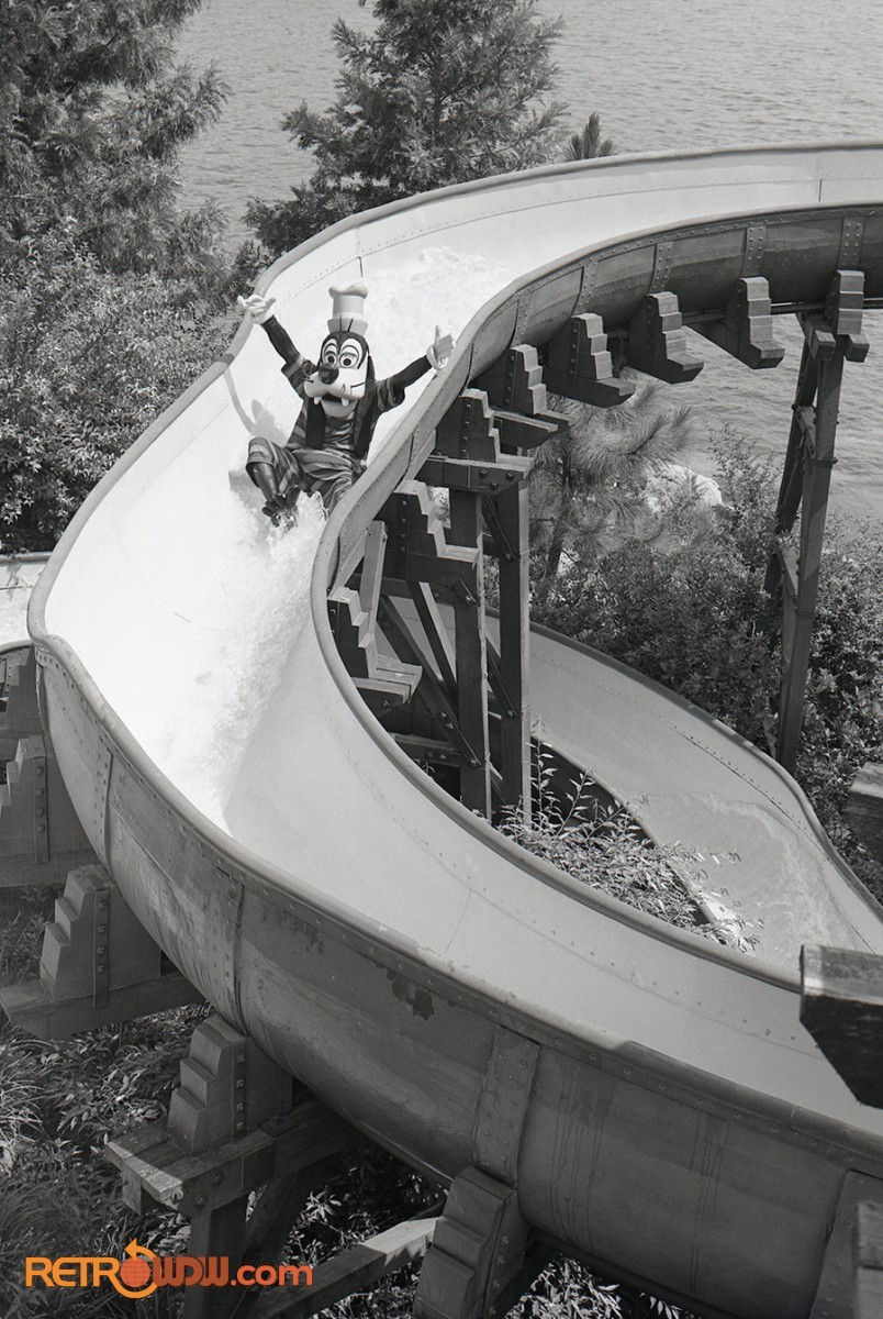 Goofy enjoying River Country's Whoop-'N-Holler Hollow Slide
