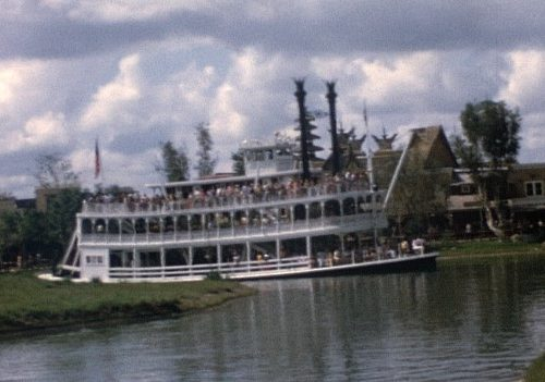 10 still images from our 1972 film – Bonus full size frame demo – Vintage WDW!