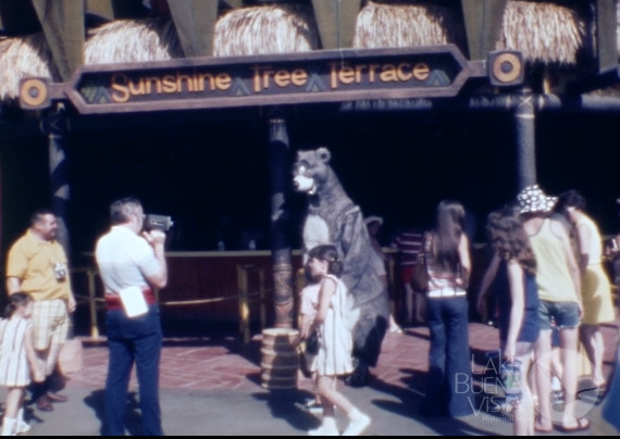 Magic Kingdom Home Movie from 1972 – With Jungle Cruise Frogs!